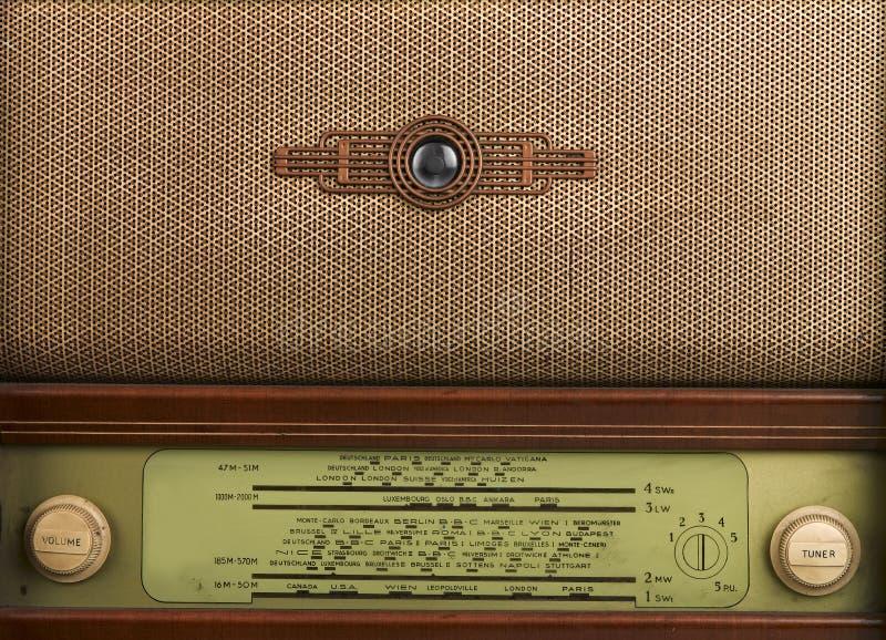 Painel frontal decorativo de um rádio velho foto de stock