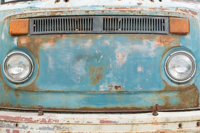 Painel frontal do carro oxidado velho fotos de stock