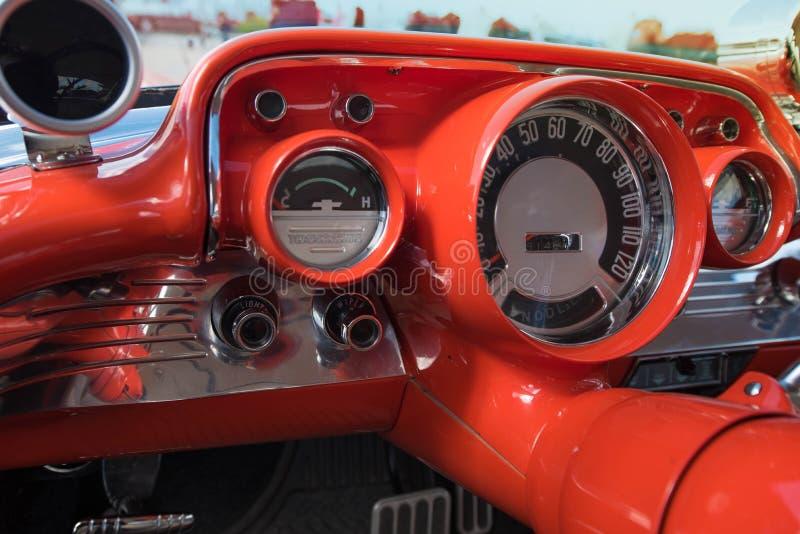 Painel retro do carro com calibres fotos de stock royalty free