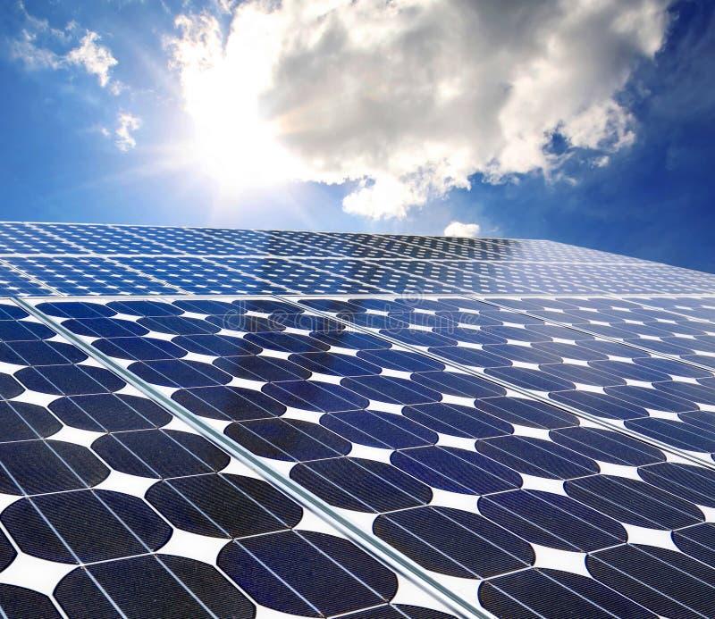 Painel solar em um dia ensolarado fotos de stock royalty free