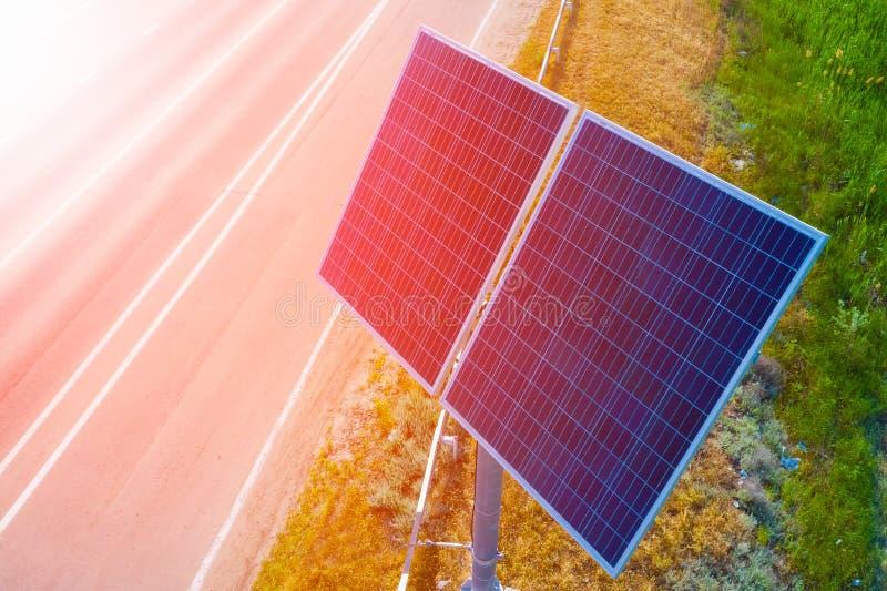 Painel solar na estrada energia Eco-amig?vel imagem de stock royalty free