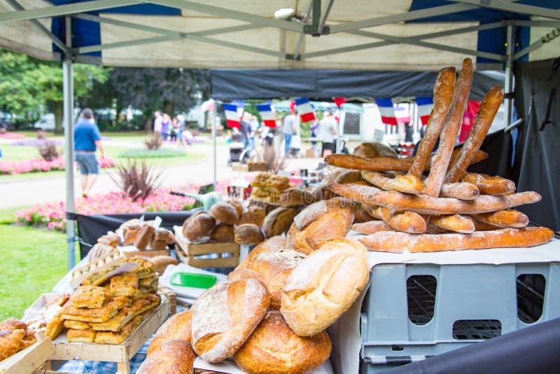 Pains de pain français attendant l'achat photographie stock