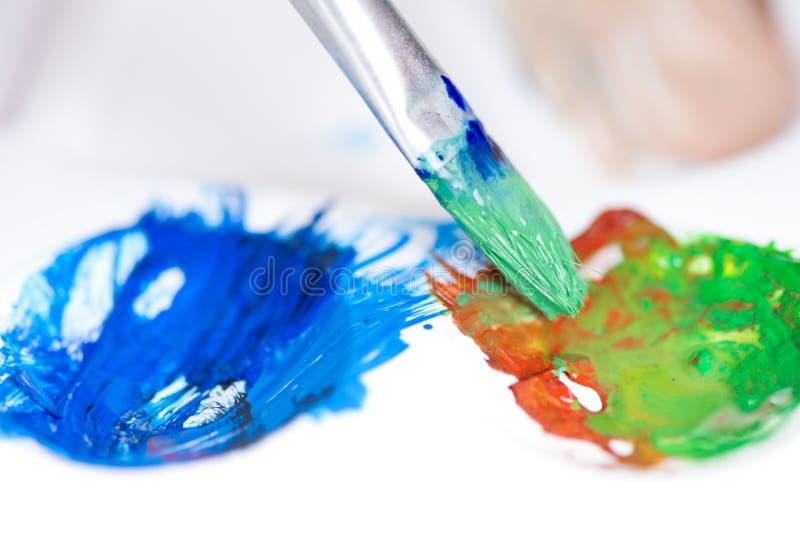 Paint borstar slår och paletten fotografering för bildbyråer