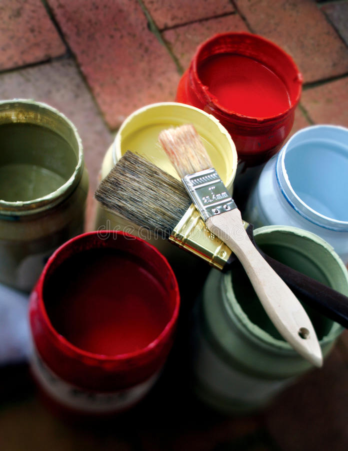 Free Paint Jars With 2 Brushes Royalty Free Stock Photography - 13385377