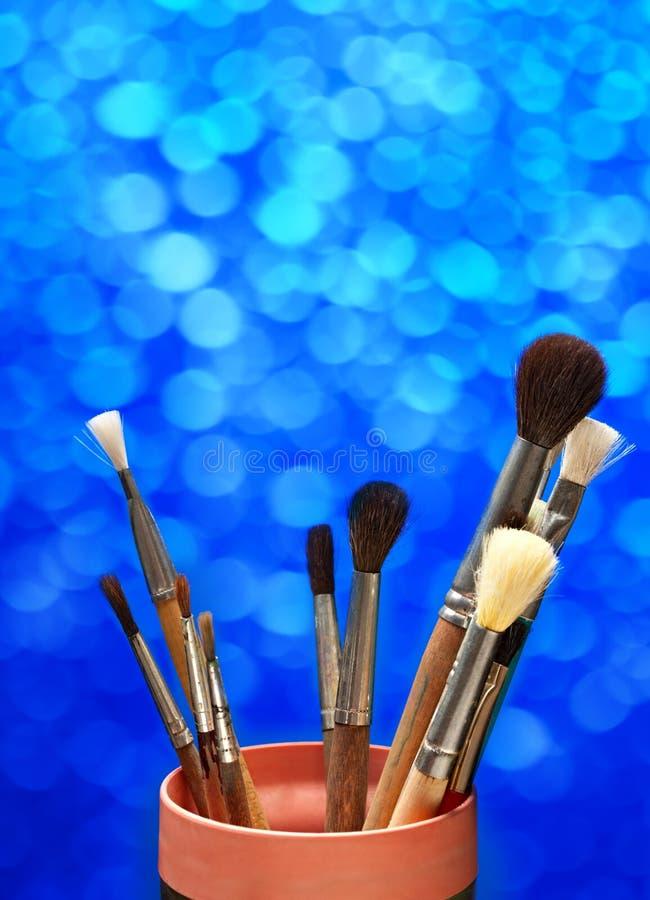 Paintbrushes внутри могут стоковые изображения rf