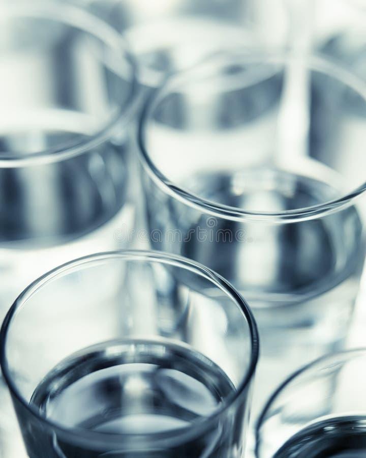 Painterly, selekcyjnej ostrości wodnego szkła tła wizerunek, fotografia stock