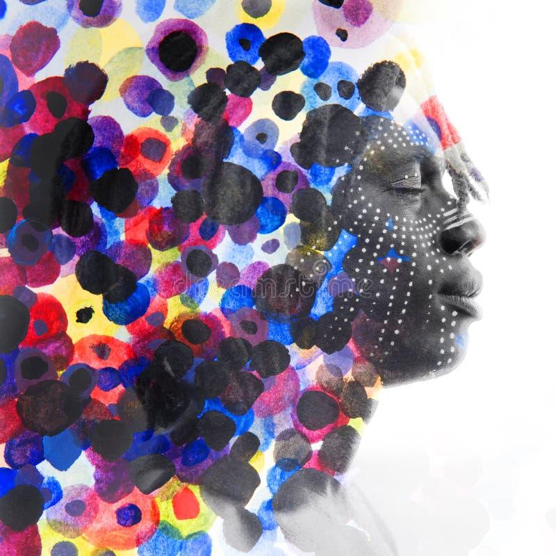 Paintography Afrikaanse mens met gezichtsverf in traditionele stijl diss royalty-vrije illustratie
