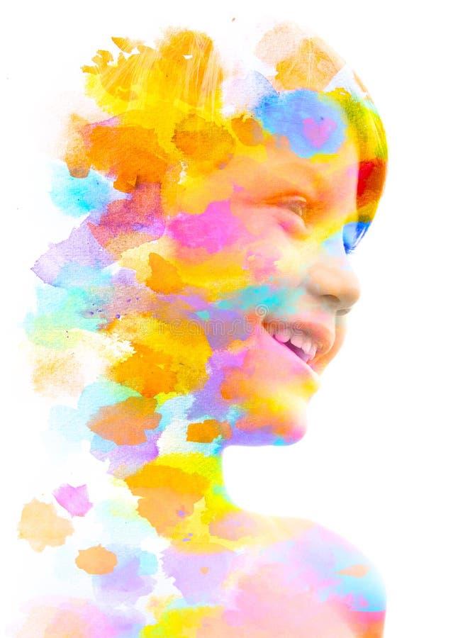 Paintography Dubbel Blootstellingsportret van het kleine kind het glimlachen mengen met het met de hand gemaakte schilderen met k royalty-vrije illustratie
