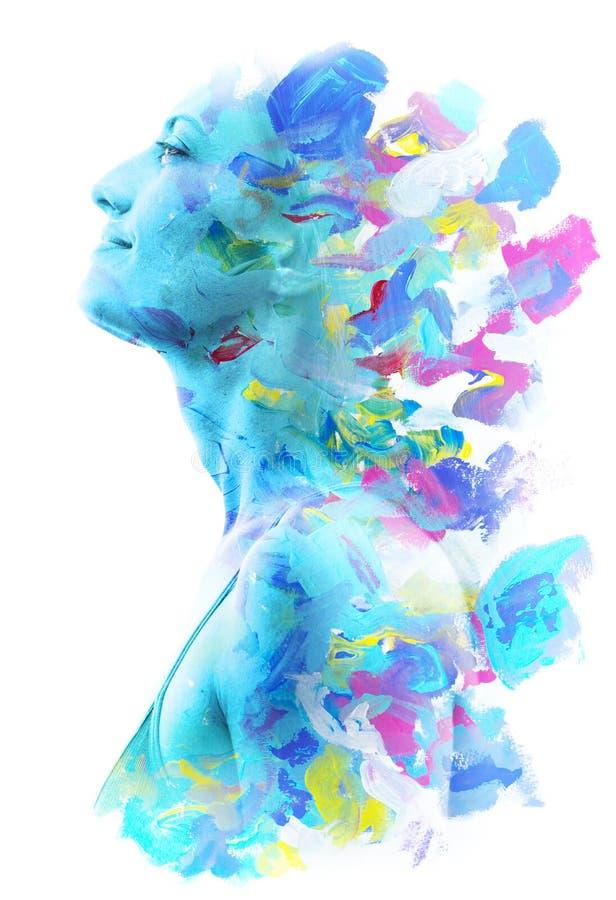 Paintography Dubbele blootstelling Sluit omhoog van een sterk aantrekkelijk die model met kleurrijke hand getrokken acryllic schi stock illustratie