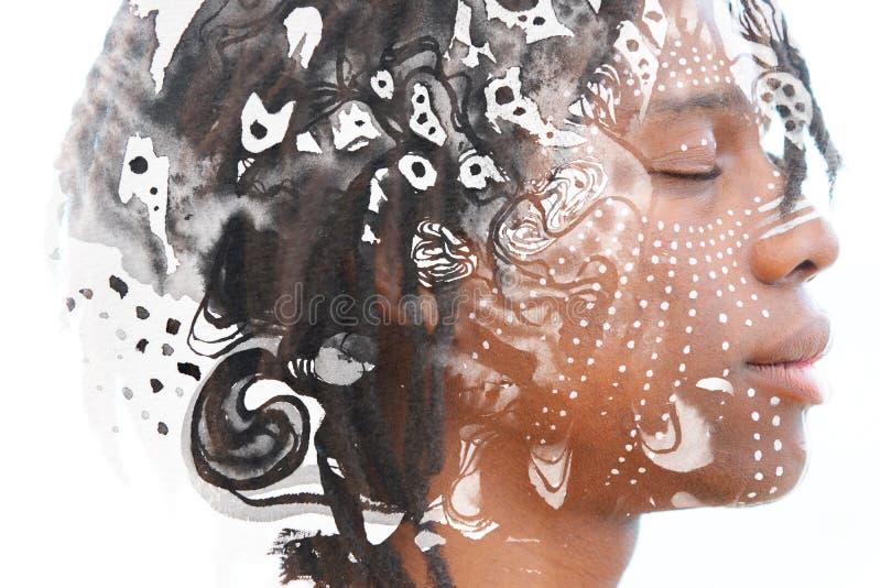 Paintography Ontspannen Afrikaanse die mens met dubbele blootstelling wordt gecombineerd royalty-vrije stock afbeeldingen