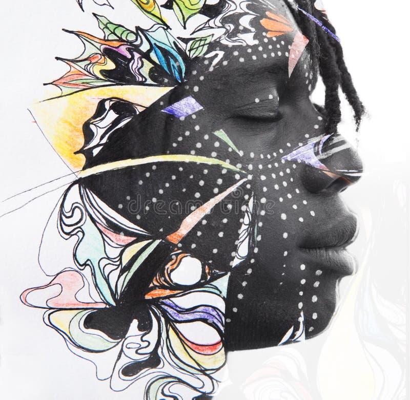 Paintography Retrato da exposição dobro do homem africano relaxado co fotografia de stock royalty free