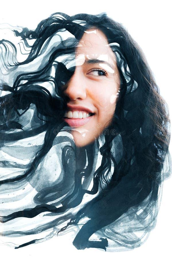 Paintography, retrato de uma mulher étnica nova alegre combinou w imagem de stock