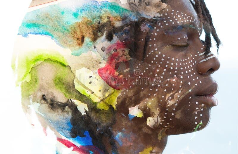 Paintography Retrato del perfil de la exposición doble de una África joven imagenes de archivo