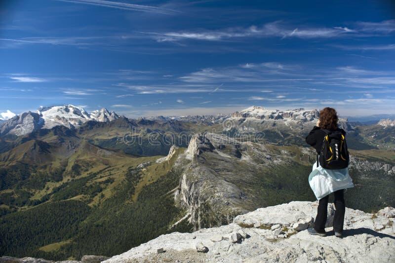 Pair aux montagnes photo libre de droits