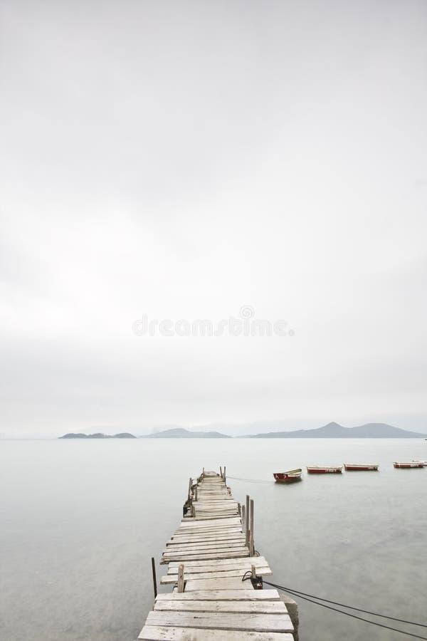 Pair et un bateau image stock