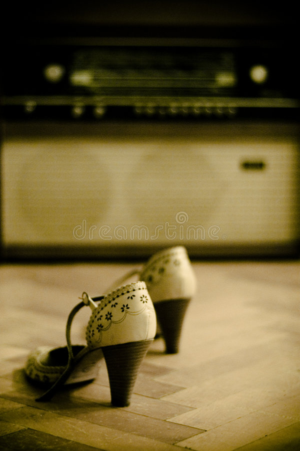 Free Pair Of Shoes And An Old Radio Royalty Free Stock Image - 3196156