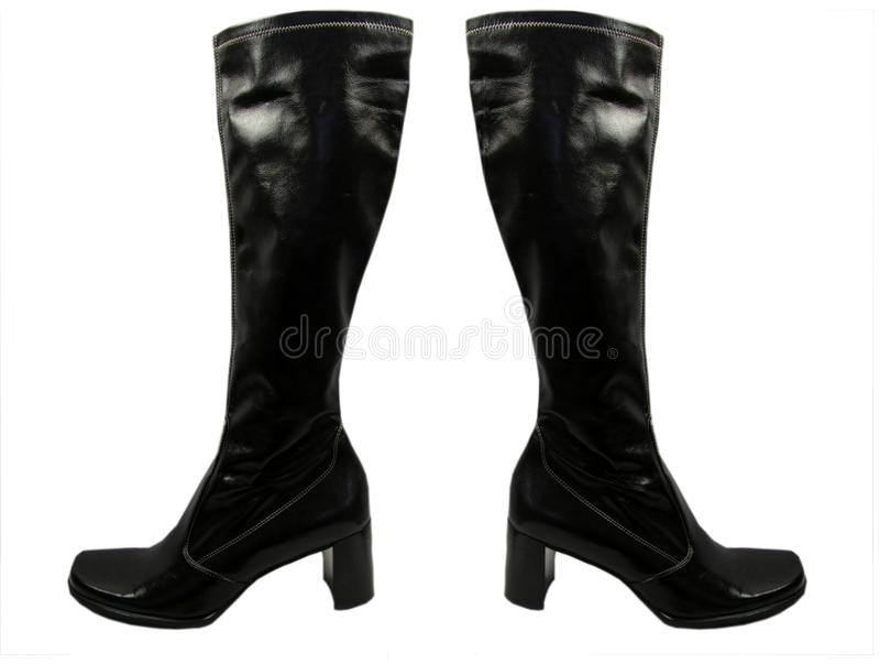 Paires d'isolement de bottes en cuir de noir de genou haut avec des talons hauts photos stock