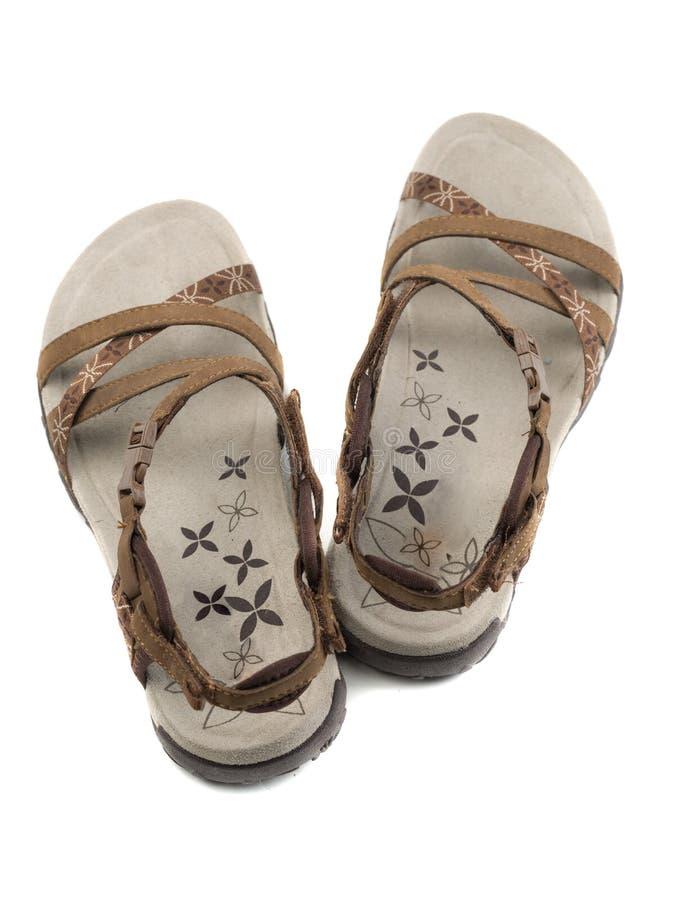 Paires de brun de sandales de femmes Vue de ci-avant photos libres de droits