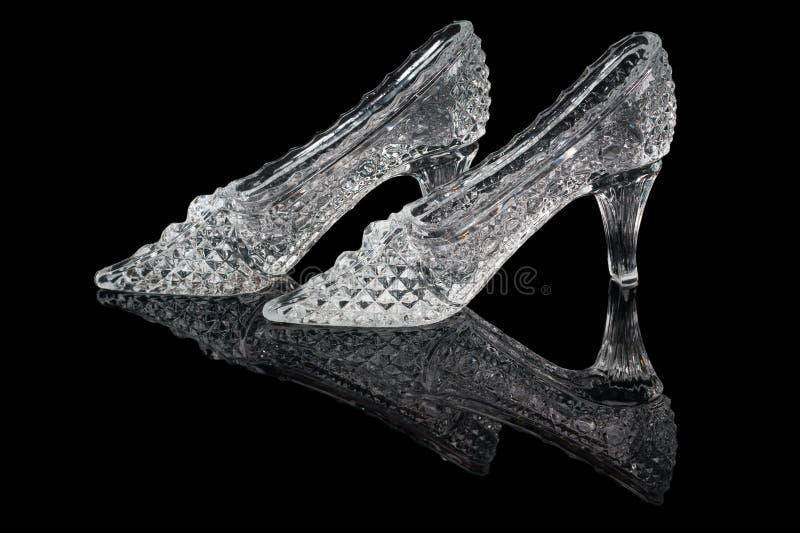 Paires de chaussures de cristal de femme images stock