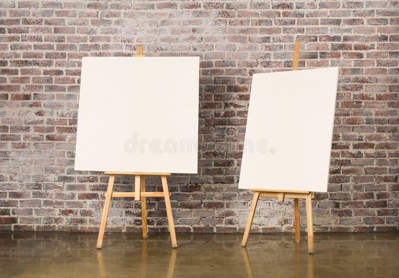 Paires de chevalet avec la toile vide image libre de droits