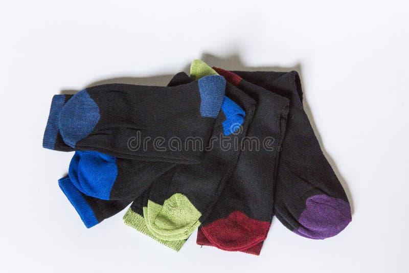 Paires de couleur de chaussettes différentes image libre de droits