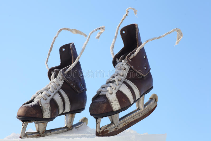 Paires de cru de patins de mens photo stock