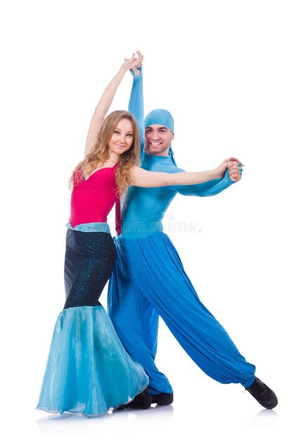 Paires de danseurs dansant la danse moderne d'isolement image stock