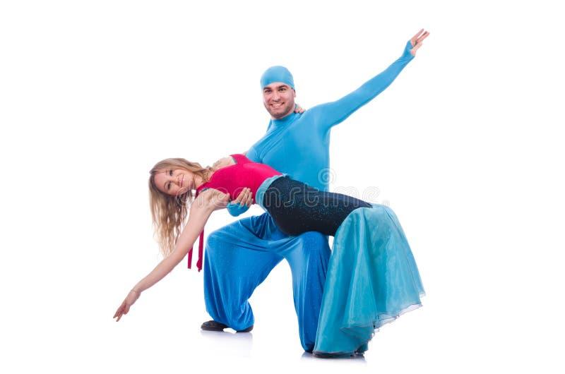 Paires de danseurs dansant la danse moderne d'isolement images stock
