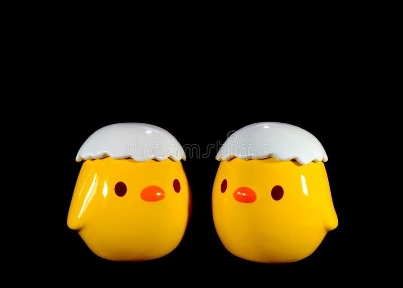 Paires de jeunes oiseaux jaunes vibrants mignons Sugar Pot en céramique image libre de droits