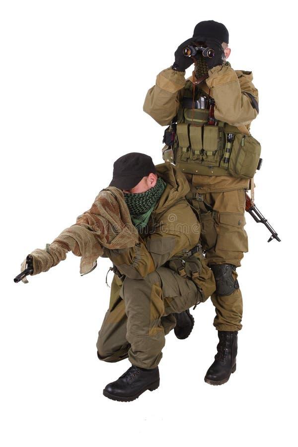 Paires de tireur isolé de mercenaires avec le fusil de SVD photographie stock libre de droits