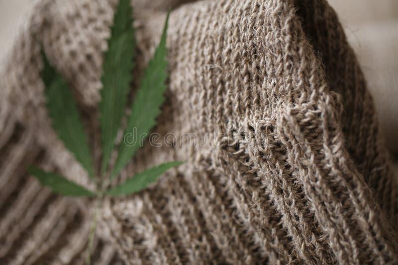 Paires de tissu de fibre de chanvre de chaussettes photographie stock