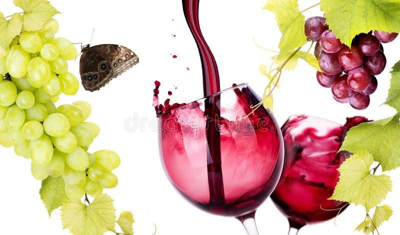 Paires de verre avec l'éclaboussure de vin rouge photo libre de droits