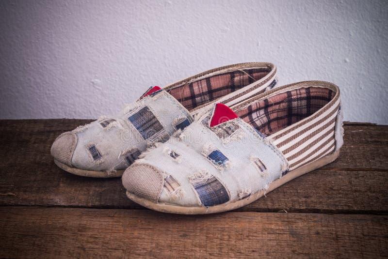 Paires des chaussures de sport image stock