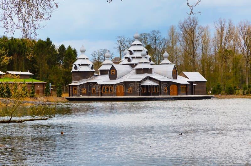 Pairi的Daiza,比利时木古老样式房子 库存照片