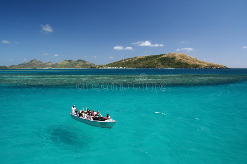 Pairo do barco no oceano do azul de turquesa fotografia de stock royalty free