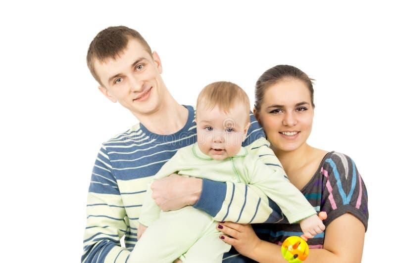 Pais bonitos que guardaram as mãos de seu bebê fotografia de stock