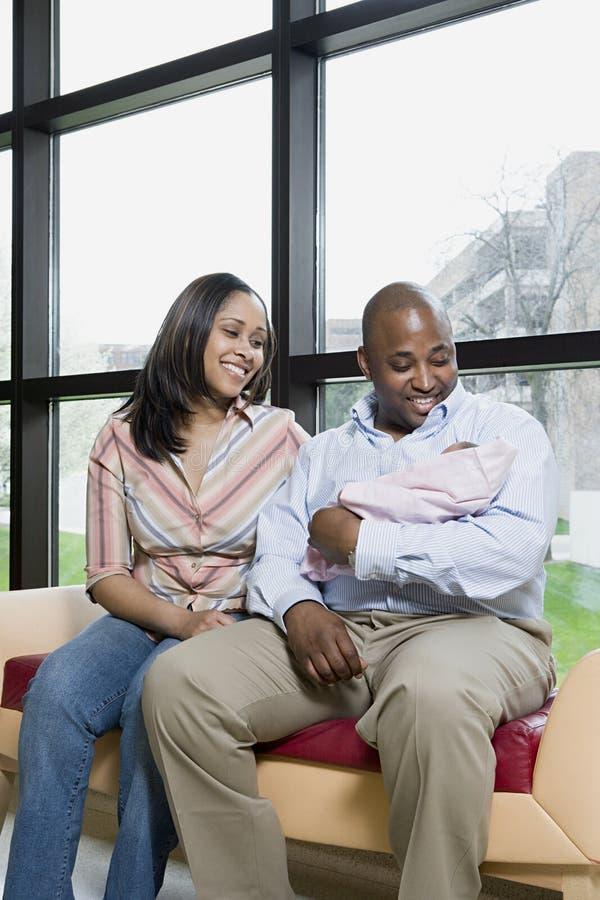 Pais com bebê recém-nascido fotos de stock royalty free