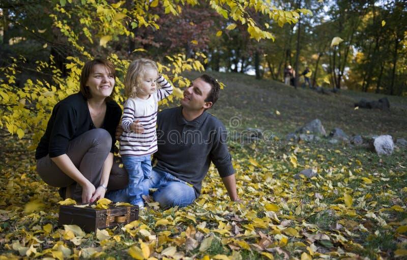 Pais e menina felizes imagem de stock