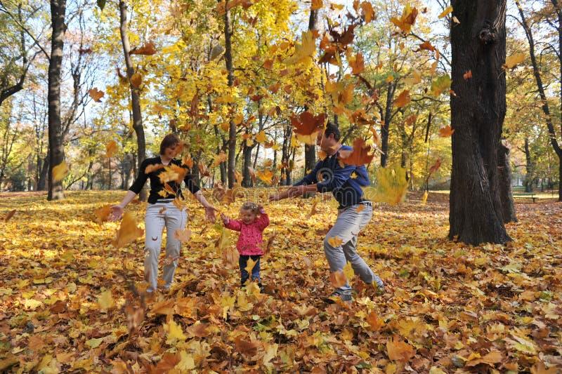 Pais e menina felizes fotos de stock