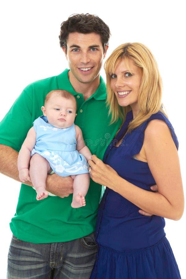 Pais novos orgulhosos com bebê foto de stock royalty free