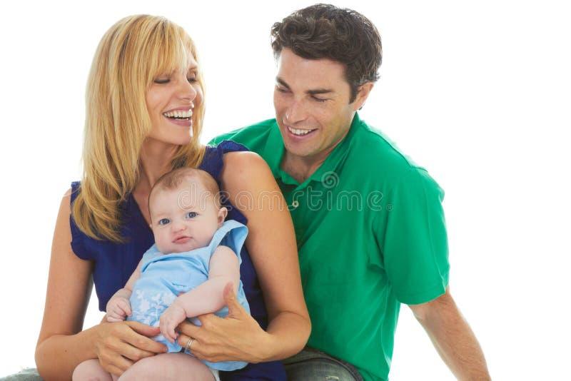 Pais novos orgulhosos com bebê fotografia de stock royalty free
