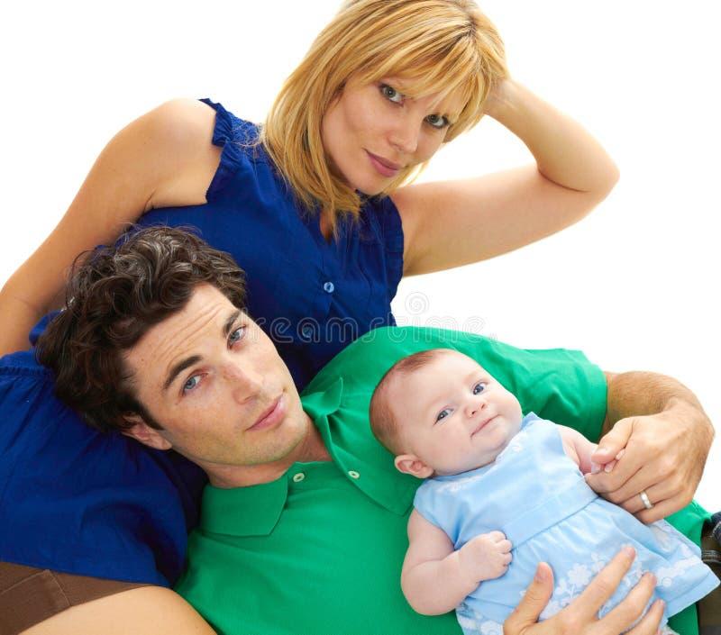Pais novos orgulhosos com bebê imagens de stock