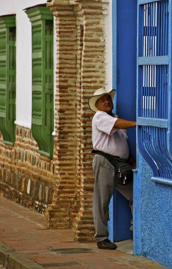 Paisa man, koloniala hus, Colombia royaltyfri fotografi