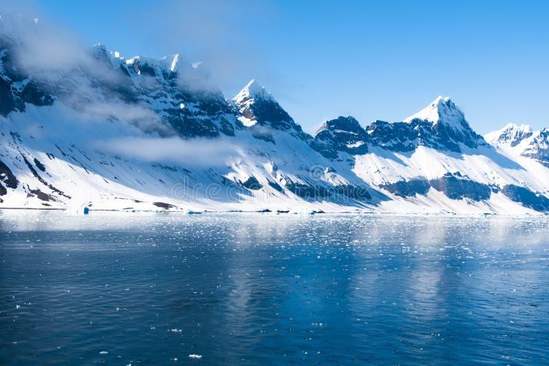 Paisagem ártica, ilha de Svalbard, Noruega 2018 fotografia de stock