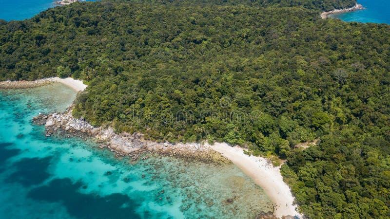 Paisagem aérea bonita da ilha tropical de Perhentian Kecil com o Sandy Beach da água de cristal, Malásia imagem de stock