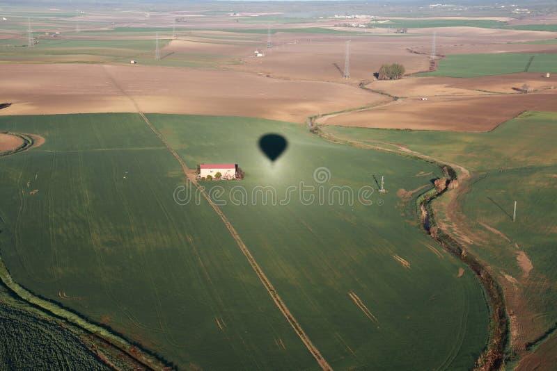 Paisagem aérea de um balão de ar quente de onde a imagem seja tomada imagem de stock