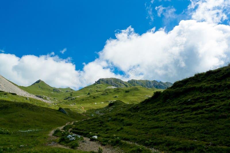 Paisagem alpina, cordilheira de Rofan, Áustria imagens de stock