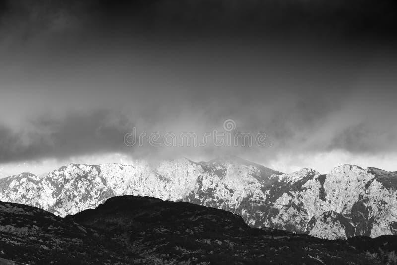 Paisagem alpina no Parque Nacional de Triglav, Alpes Julianos, Eslovênia imagem de stock