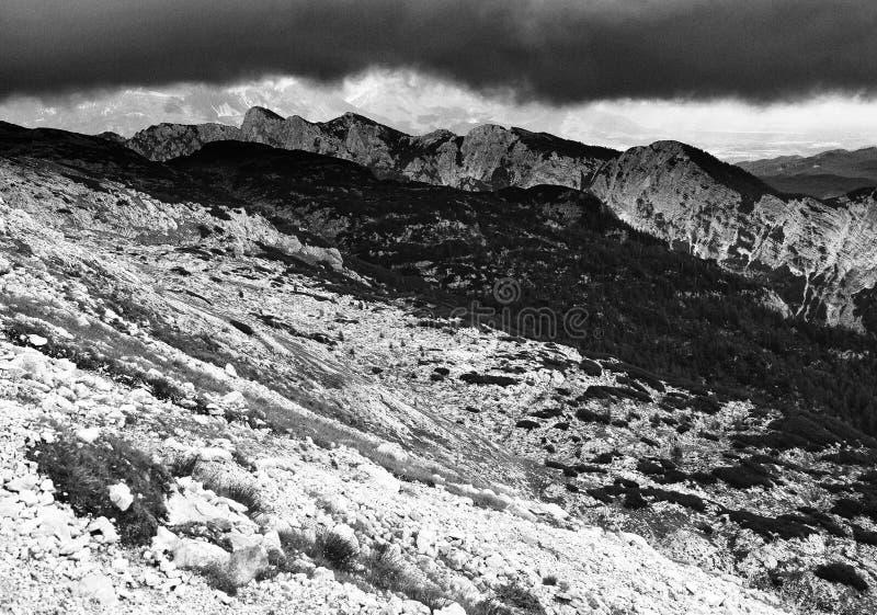 Paisagem alpina no Parque Nacional de Triglav, Alpes Julianos, Eslovênia foto de stock