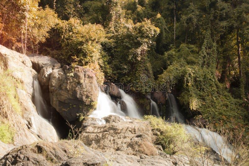 Paisagem bonita da cachoeira Pha Sua Waterfall em Maehongson, Tailândia foto de stock royalty free